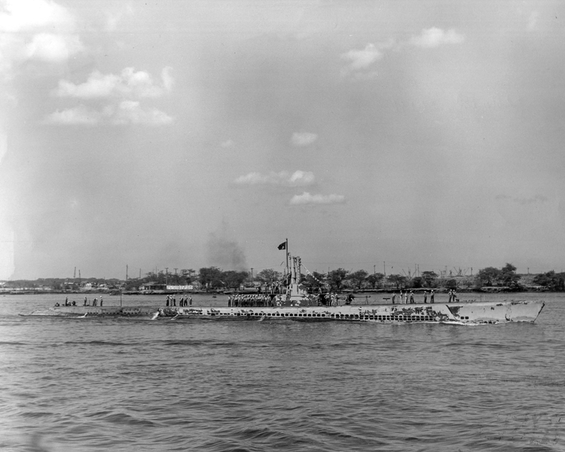 USS Parche (SS-384) returning to Pearl Harbor after her 2nd War Patrol, August 16, 1944