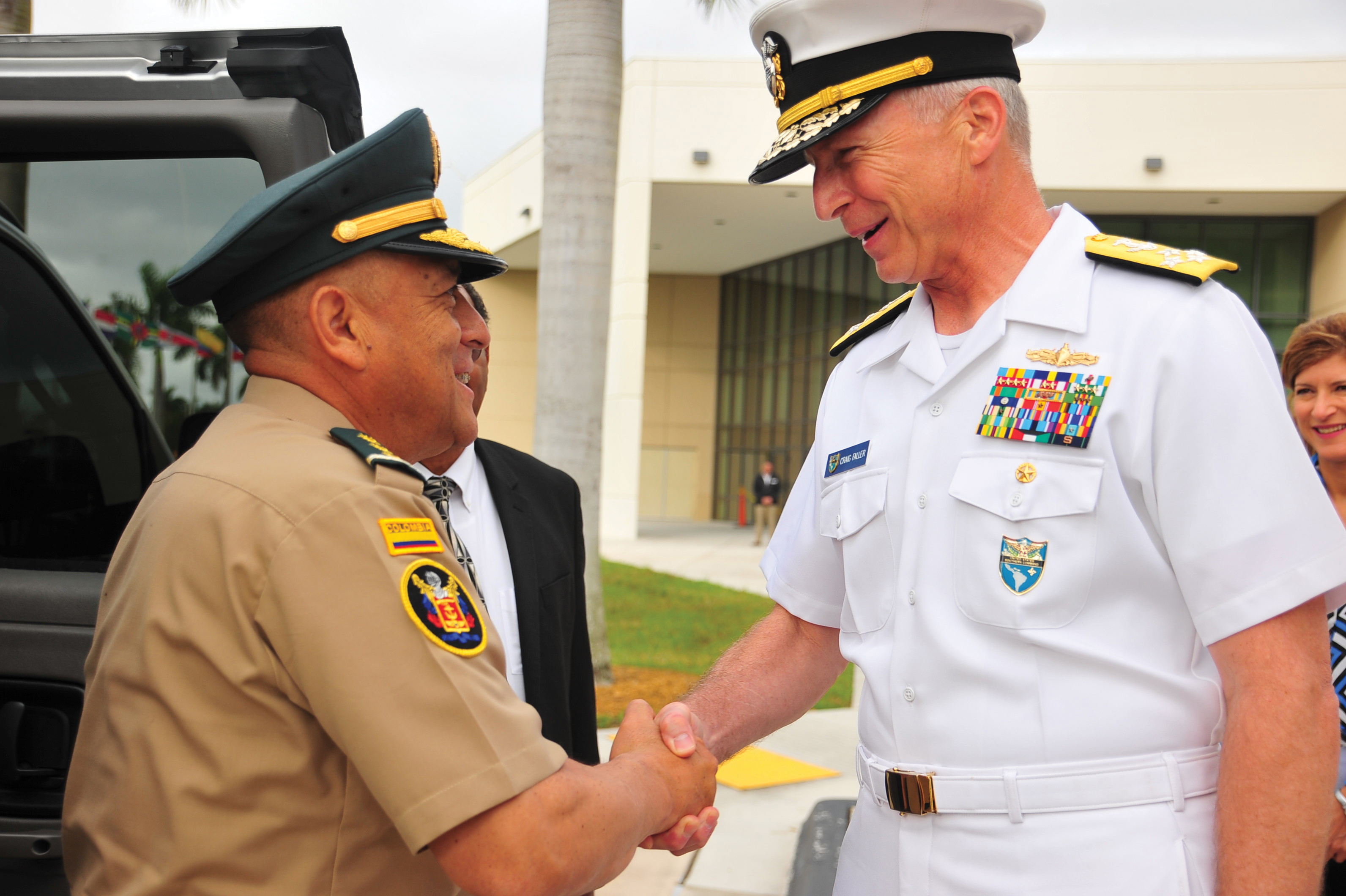 SouthCom commander Admiral Craig Faller welcoming Colombian Military Forces Commanding General Luis Navarro Jiménez