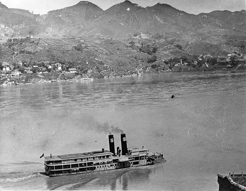 SS Robert Dollar of the Dollar Line steams up the Yangtze River