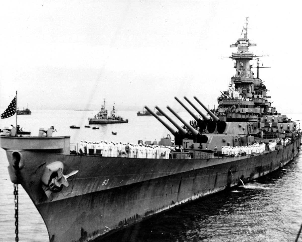 Port bow view of the battleship USS MIssouri (BB-63) at anchor in Tokyo Bay in 1945.