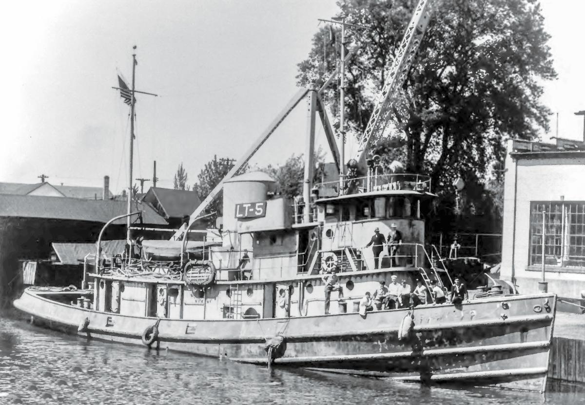 U.S. Army Large Tug LT-5 at Buffalo, New York in 1946