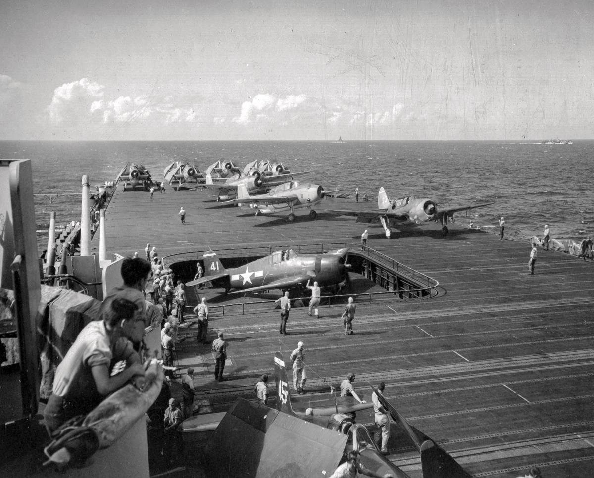 Aircraft on the deck of the USS Essex on 22 October 1944