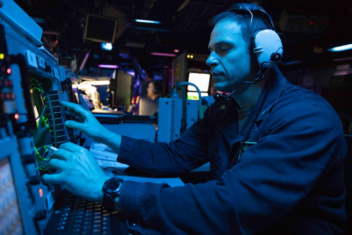 Lieutenant Commander Chad Geis tracks surface contacts on a radar console while standing watch as tactical action officer on board the amphibious assault ship USS Kearsarge (LHD-3).