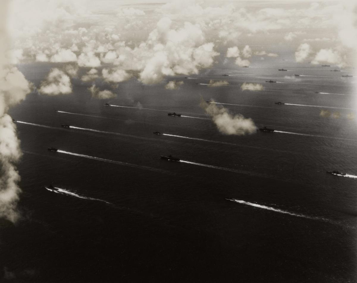 Aerial view of U.S. Navy ships of the Third Fleet steaming toward Tokyo Bay