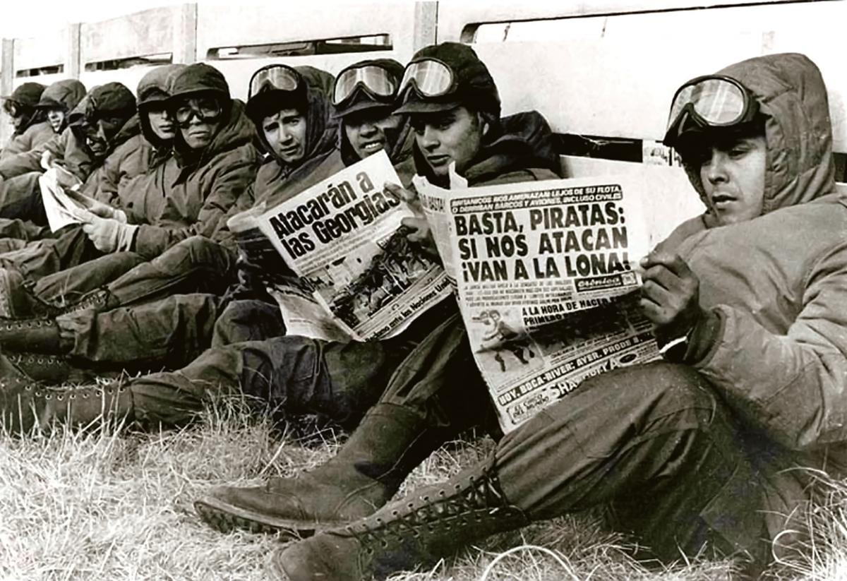 Argentine soldiers reading newspapers in Port Stanley in April 1982