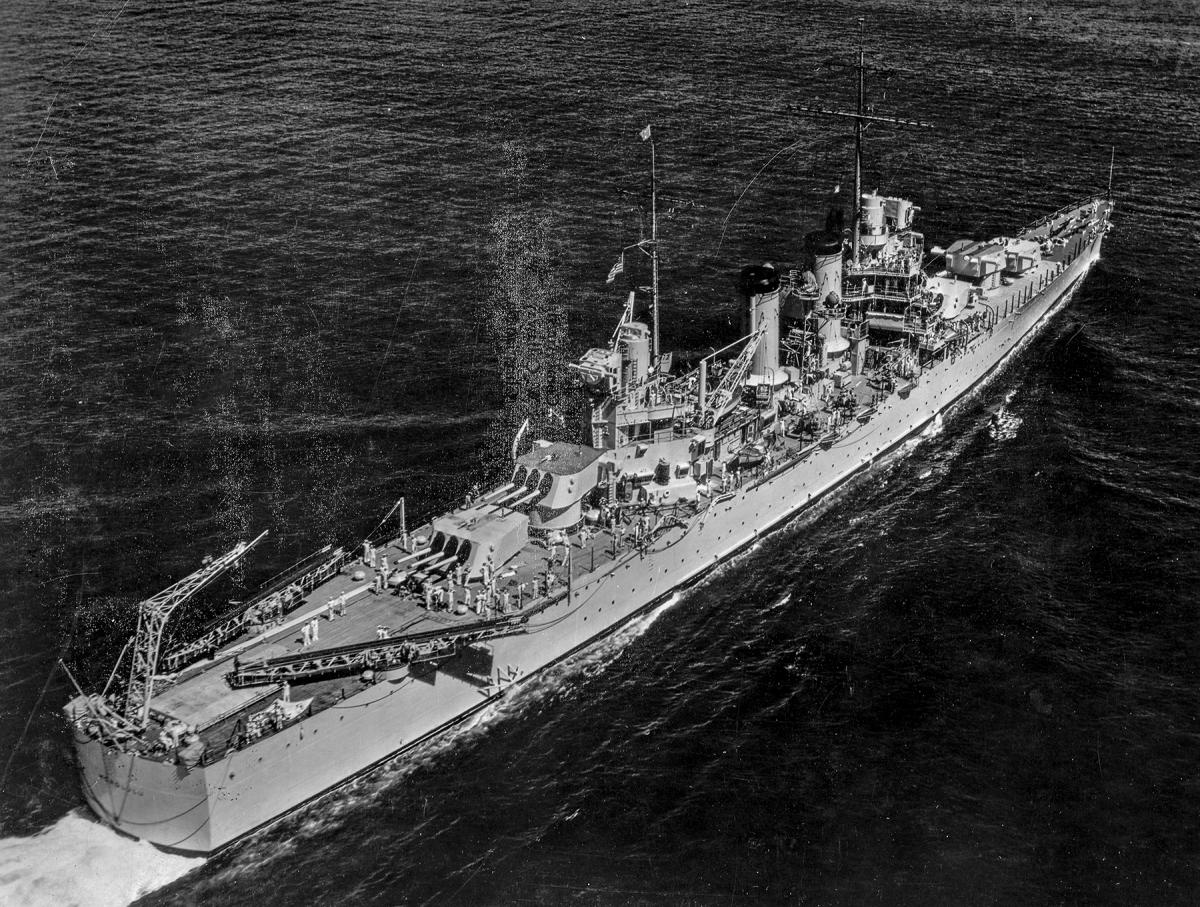 erial stern view of USS Honolulu (CL-48) underway at sea.