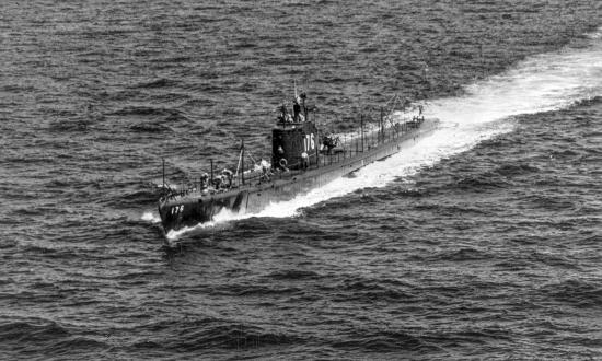 USS Perch (SS-176) cruising on the surface